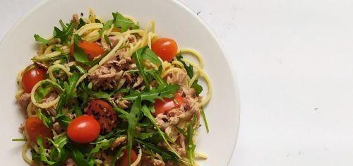 Szybki obiad dla zabieganych - makaron z tuńczykiem i pomidorkami