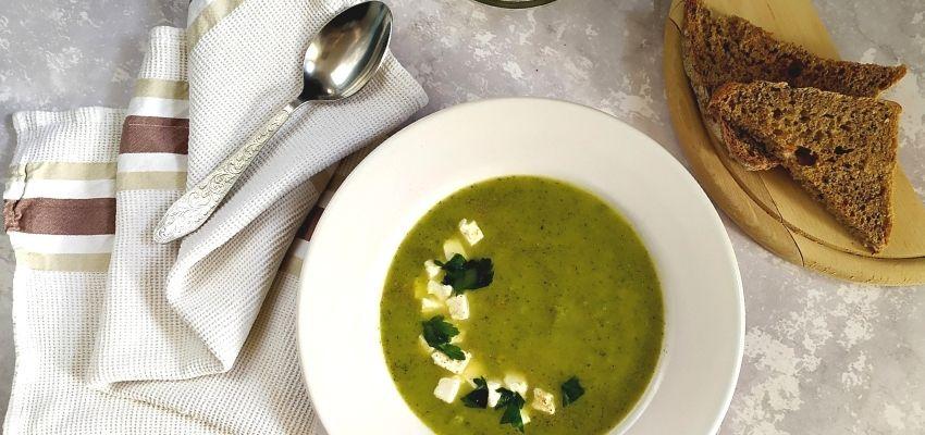 bernatowicz_agnieszka_zaowocuj_zdrowiem_dietetyk_online_szybki_prosty_zdrowy_przepis - zupa krem z brokułów z serkiem feta