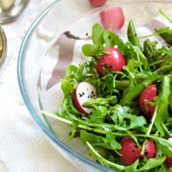 Prosta sałatka ze szparagami zielonymi w miodowo-musztardowym sosie_bernatowicz_agnieszka_zaowocuj_zdrowiem_dietetyk_online_szybki_prosty_zdrowy_przepis